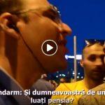 """""""Si dvs. de unde luati pensia? Din salariul meu o luati!"""". Reactia batjocoritoare a unui jandarm fata de un protestatar in varsta – Video"""