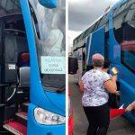 """Primele autocare cu pesedisti au inceput sa plece spre Bucuresti. Mesaj de analfabeti functional: """"Militam pentru libertatea prosperitatii fara catuse si zabrele"""""""