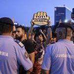 Propagandistii PSD s-au bucurat prea devreme. Protestatarii #Rezist s-au asigurat ca pot manifesta fara probleme in Piata Victoriei