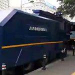 Tensiune in crestere. Protestatarii sunt asteptati de jandarmi cu tunuri cu apa in Piata Victoriei – Video