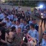 Jandarmii, tot mai violenti. Au intervenit din nou in forta si azi impotriva protestatarilor – Video
