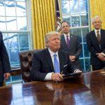 """Confruntat cu critici dure, Trump o da la intors. El spune ca s-a """"exprimat gresit"""" in timpul conferintei cu Putin"""