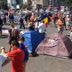 Manifestantii din Piata Victoriei trec la o noua forma de protest. Si-au instalat corturi, nu pleaca pana cand Dancila nu va fi expulzata din Palatul Victoria