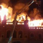 Dezastru la Oradea: Palatul Episcopiei Greco-Catolice a fost mistuit de flacari. Primaria face cheta pentru renovare