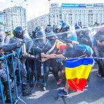 """Numarul celor raniti in Piata Victoriei se apropie de 100. Olguta Vasilescu ii incita pe jandarmi sa """"isi faca datoria"""""""