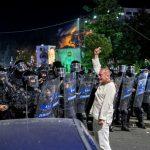 "10 August. ""Bestia in alb"" ocupa aceeasi pozitie in Jandarmerie, va fi iar in Piata Victoriei si sambata"