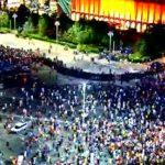 """Sunt oameni prabusiti pe strazi, este bataie generalizata"". Jandarmii incearca sa goleasca Piata Victoriei de manifestanti"