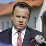 """Senatorul """"genunche"""", Liviu Pop: """"Ar fi ideal pentru Romania ca Iohannis sa isi prezinte demisia"""""""