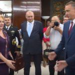 Un nou film mut cu Dancila este prezentat de Guvern. Insa Anca Alexandrescu este surprinsa intr-o postura jenanta – Video