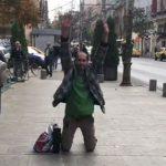 """""""Romanii isi pierd mintile. Experimentul de langa Parcul Cismigiu"""". Filmare halucinanta in fata Primariei Bucuresti – Video"""