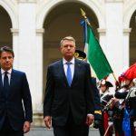 """Noaptea mintii. Propaganda PSD i-a gasit si lui Iohannis o """"gafa de protocol"""" si il compara cu Dancila – Video"""