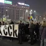OUG-ul infractorilor PSD a umplut iar Piata Victoriei. Protestatarii nu au uitat 10 august, jandarmii stau pititi – Video