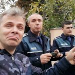 """Scene ireale in fata casei lui Ion Iliescu, trei echipaje de politie au venit: """"Politia Romana se tine de cioace"""" – Video"""