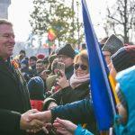 """Iohannis, primit in aplauze si urale la Alba Iulia: """"Traiasca!"""""""