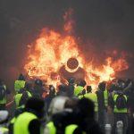 Bratul lung al Rusiei isi face simtit prezenta la protestele din Franta. Cum sunt amplificate violentele