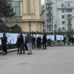 """""""Ce-ati facut voi, ba, la Revolutie?"""". Tineri injurati de directorul MNAR pentru ca au afisat numele eroilor din Decembrie 1989 e gardul muzeului"""