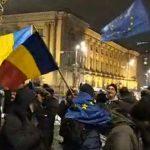 """""""Romania nu e PSD"""". Mii de protestatari ingheata langa Ateneu pentru a le arata liderilor UE ca romanii nu sustin penalii"""