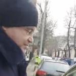 """""""Nicolicea, escrocul. Nesimtitule, nu scapi de noi"""". Nicolicea, prins pe strada de protestatarri #Rezist – Video"""