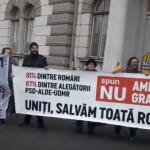"Toader s-a ascuns, si-a anulat vizita. N-a indraznit sa dea ochii cu protestatarii din Cluj: ""Unde-i Tudorel? Nu ie Tudorel"" – Video"