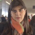 Kovesi a aflat de victoria din Comisia LIBE la aeroport. Modestie exemplara. Se intoarce in Romania – Video