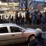 """""""Rezistati, nu cedati!"""". Sute de oameni ii aplauda pe magistratii bucuresteni care protesteaza pe treptele Palatului de Justitie – Video"""