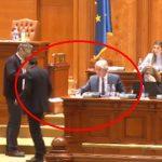 Gest golanesc in Parlament al ministrului Teodorovici. A aruncat pe jos o declaratie pe proprie raspundere