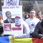Dragnea a dat bir cu fugitii, esec rusinos al mitingului PSD de la Iasi. Protestatarii i-au pus la punct pe pesedisti – Video