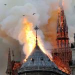 Ploaie de cenusa peste Paris, incendiu devastator la catedrala Notre-Dame – Video