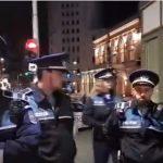 Imaginile sfarsitului Regimului PSD. Protestatar ridicat de 8 politisti, un ministru trece in fuga pe langa el – Video