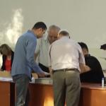 """Peste un milion de romani au votat deja la referendum, la ora 10.00. """"Presiuni"""" in sectiile de votare, alegatorii sunt intrebati special daca vor si buletinele pentru referendum"""