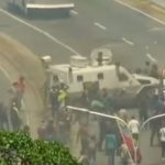 10 August in Venezuela. Peste 70 de raniti, un vehicul blindat al fortelor de ordine a intrat in multime – Video
