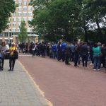 """Exclusiv. Mii de romani stau la coada si la Haga pentru a vota: """"Olandezii ne intreaba ce se intampla"""""""