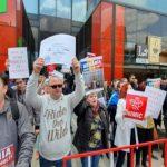 """""""Ne intoarcem"""". Protestatarii ieseni care l-au pus pe fuga pe Dragnea anunta ca si pe 9 mai vor fi prezenti"""