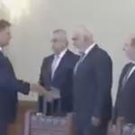 Lui Tariceanu i-au cazut pantalonii la Palatul Cotroceni, chiar inainte sa apara presedintele Klaus Iohannis