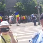 """Protest la Cotroceni, pensionarii PSD cer eliberarea lui Liviu Dragnea: """"Nu vrem sa devenim colonie nemteasca"""" – Video"""