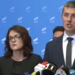 """""""Iar noi discutam pe cine a mai cumparat Dancila din targul de parlamentari"""". USR anunta ca Romania este in """"criza"""" si cere alegeri anticipate"""
