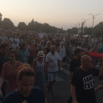 """""""Criminalilor!"""". Mii de manifestanti in Bucuresti, centrul orasului este blocat. Jandarmii s-au ascuns – Video"""