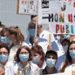 demonstration-in-front-of-robert-debre-hospital-in-paris